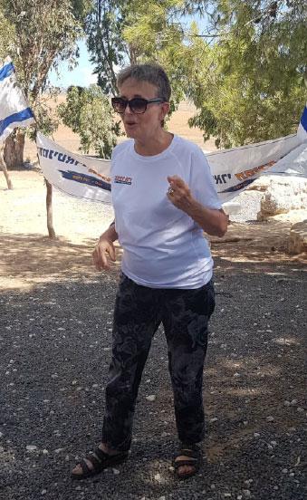 לאה גולדין במאבק למען השבת בנה