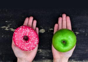 בחירה בין תפוח וסופגניה