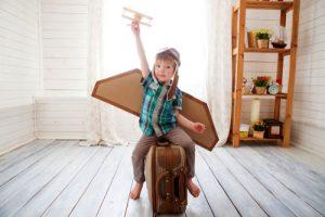 ילד מתחפש לטייס