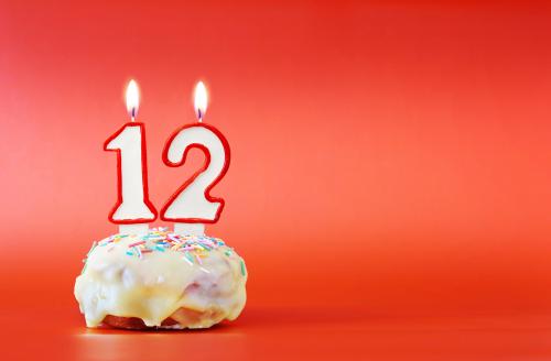 עוגה עם 12