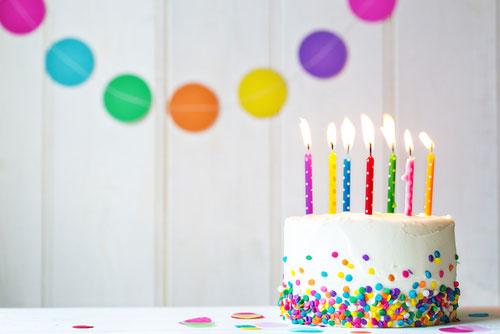 עוגה עם נרות