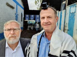 ישראל גולדברג עם הרב מנחם ולדמן הרב של אתיופיה