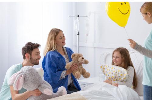 מבקרים ילדה חולה