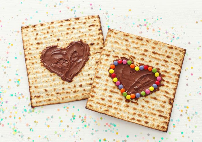 מצות עם לב משוקולד פוסט של אורי שכטר