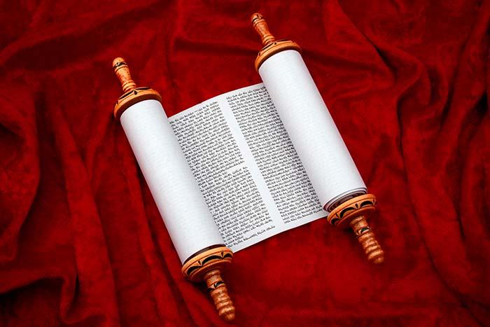 אחדות שהובילה לקבלת 2 ספרי תורה